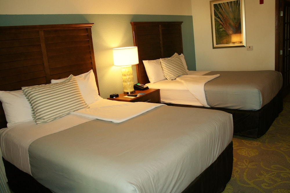 https://i.travelapi.com/hotels/17000000/16190000/16181600/16181528/36173a16_z.jpg