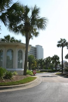 Sterling Shores 2 Bedroom Apartment by BnD