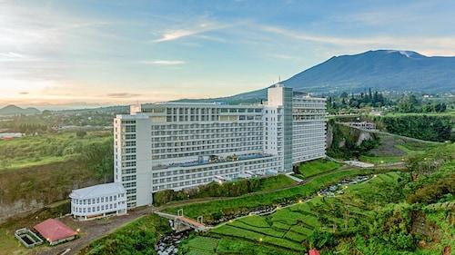 . Le Eminence Hotel Convention & Resort Ciloto - Puncak