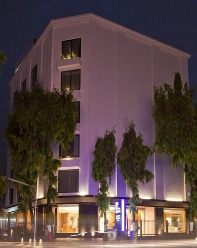 HOTEL REZAAS, Ahmadabad