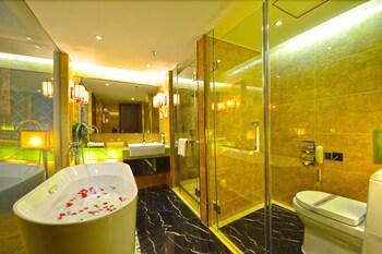 Lucky Holiday Hotel - Bathroom  - #0