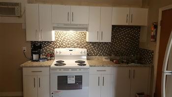 Suite, 2 Bedrooms, Kitchen