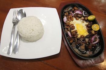 HONEY HUNT HOUSE Breakfast Meal