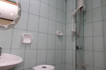 HONEY HUNT HOUSE Bathroom
