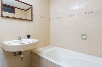 RedDoorz @ Lebak Bene 3 - Bathroom  - #0