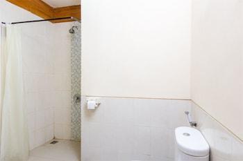 RedDoorz @ Danau Tamblingan Sanur - Bathroom  - #0