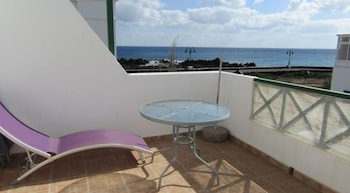 Lanzarote 102515 2 Bedroom Apartment By Mo Rentals