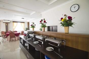 RedDoorz Plus @ Cihampelas 3 - Breakfast Area  - #0