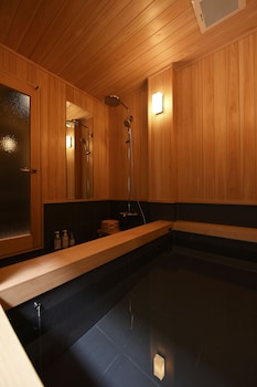 KURAYA OMIYA-SHIMABARA Deep Soaking Bathtub
