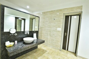 Jhansi Hotel - Bathroom  - #0