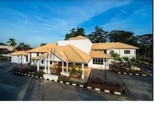 Lanai Casuarina Cempaka Sari, Perak Tengah