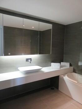 Deluxe Populo Beach Apartments - Bathroom  - #0