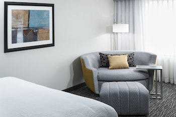 Guestroom at Courtyard by Marriott Dallas Plano/Richardson in Plano