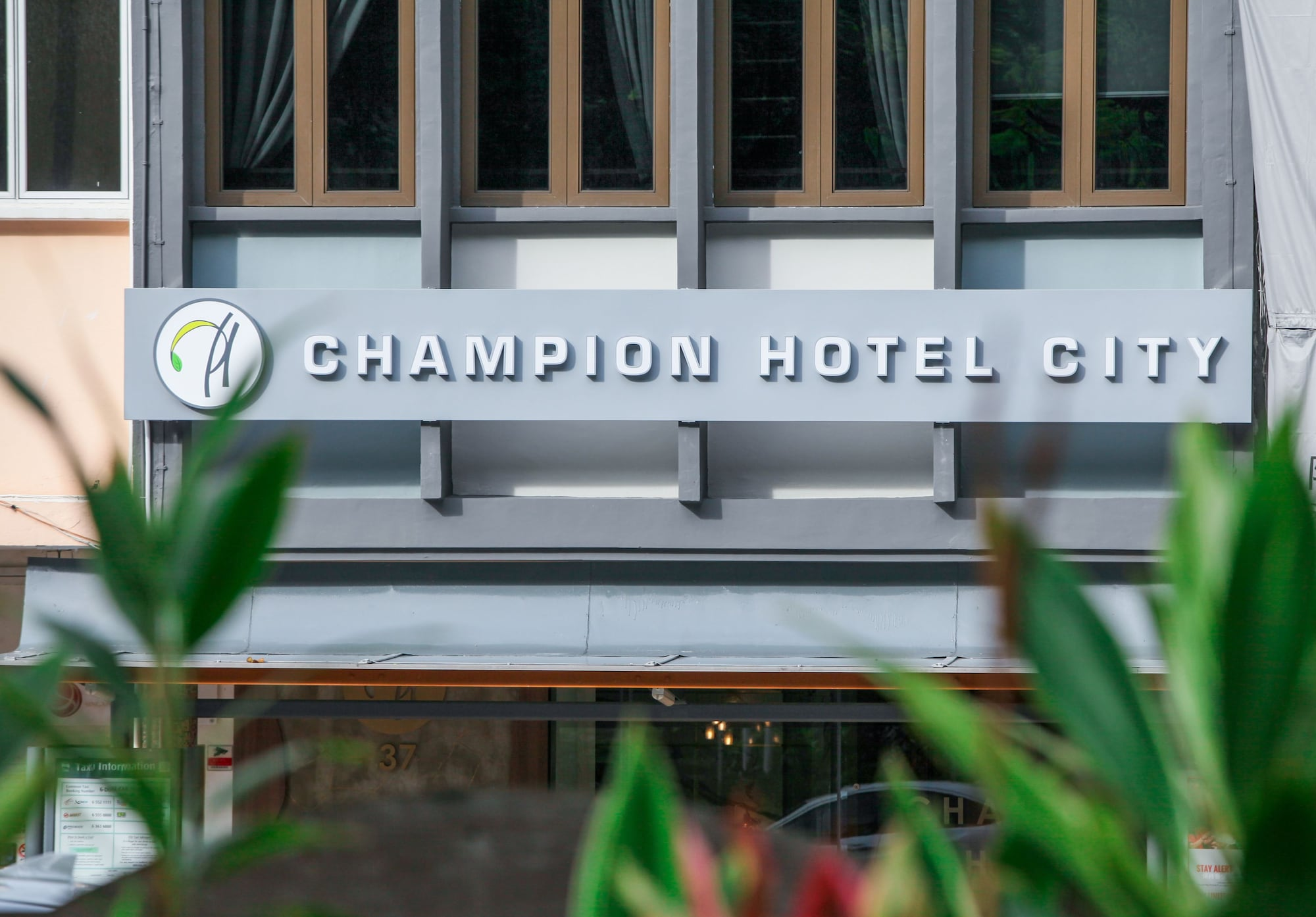 Champion Hotel City, Singapore River