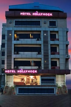 Hotel Hollyhock - Featured Image  - #0