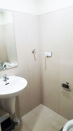 Shell Residences Apartment by Homebound, Parañaque