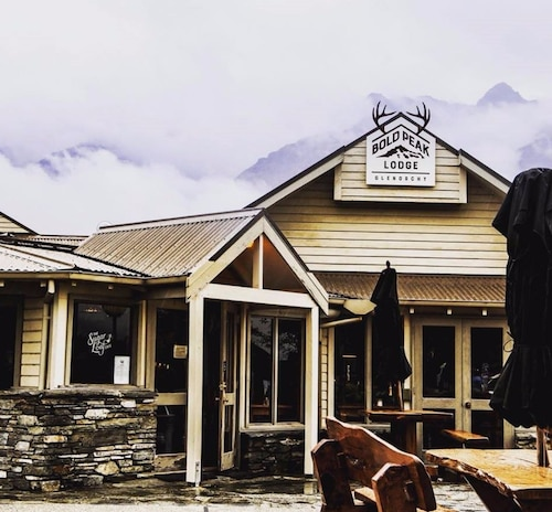 . Bold Peak Lodge