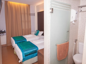 OYO 209 Yomi Hotel - Bathroom  - #0
