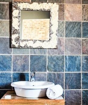 Rustique Boutique Hotel - Bathroom Sink  - #0