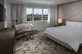 Deluxe Room, 1 King Bed, Bay View