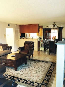 Fully Furnished Apartment in Glendale