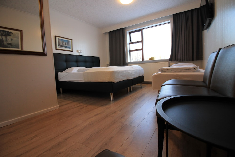 https://i.travelapi.com/hotels/17000000/16270000/16261500/16261410/7718f664_z.jpg