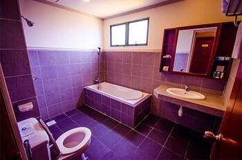 Gold Coast Malacca International Resort - Bathroom  - #0