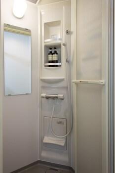 T&K HOSTEL KOBE SANNOMIYA EAST Bathroom Shower