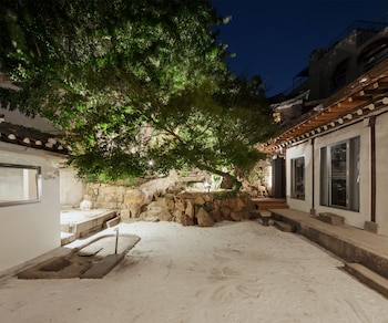Hanok Residence Hotel Side - Interior Entrance  - #0