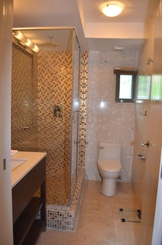 Lakewood Luxury Apartment - Bathroom  - #0