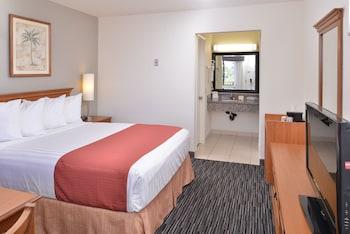 Guestroom at Pleasant Inn in San Diego