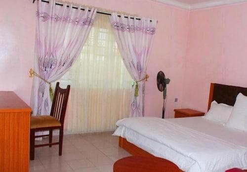 Specs Suite, Calabar
