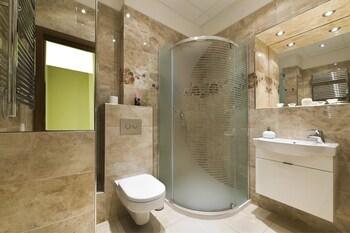 Apartment Karla Capka Street - Bathroom Amenities  - #0