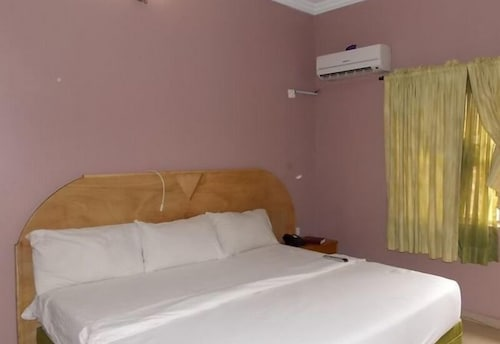 Mercy Suites And Leisure, AwkaSout
