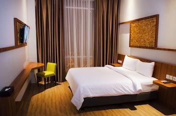Ayola First Point Hotel Pekanbaru - Guestroom  - #0