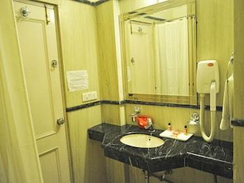 OYO Rooms Sikanderpur Metro Station - Bathroom  - #0