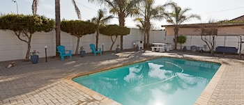 EaglesNest Bed and Breakfast - Outdoor Pool  - #0