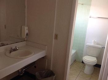 Hampton Inn & Suites Amarillo East - Bathroom  - #0