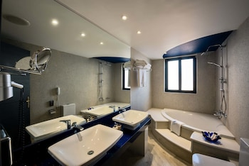 Mediterranean Beach Resort - Bathroom  - #0