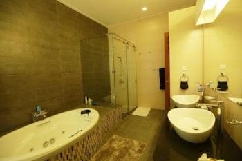 The Sanctuary Boutique Bungalow Kandy - Bathroom  - #0