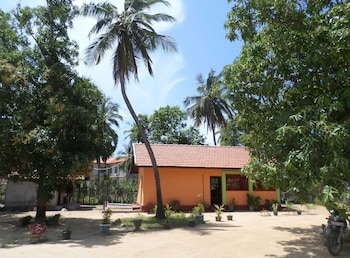 Vista BnB Yaswi Guest House - Hotel Front  - #0