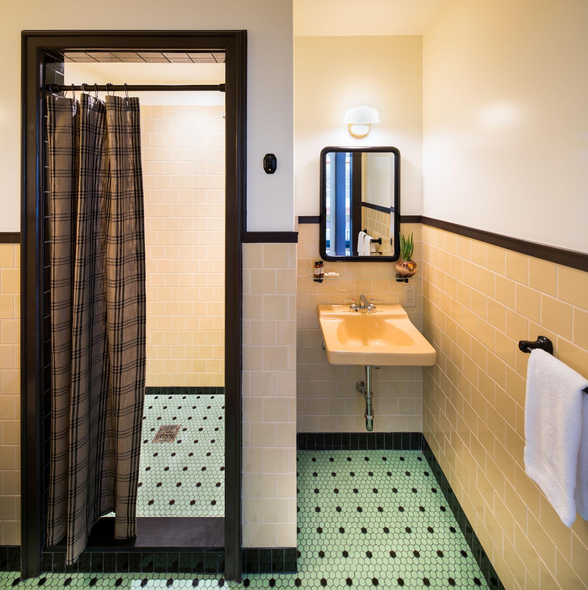 Standard Room (King - City)
