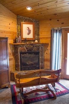 Little Colorado Cabins - Fireplace  - #0