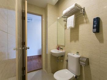 OYO 254 Metro Hotel - Bathroom  - #0