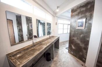 Oh Bangkok Hostel - Bathroom Sink  - #0