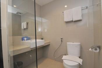 Airy Panakkukang Boulevard Raya Selatan Makassar - Bathroom  - #0