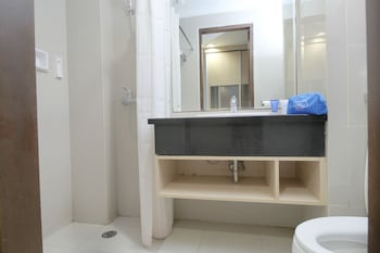 Airy Kemayoran Gunung Sahari Tiga 11 Jakarta - Bathroom  - #0