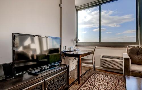 Global Luxury Suites at Raritan, Somerset