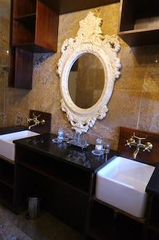 The Nobleman Boutique Hotel - Bathroom  - #0