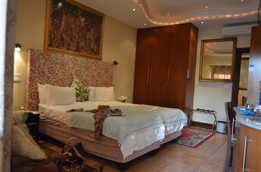 https://i.travelapi.com/hotels/17000000/16340000/16339700/16339668/25d8cfa3_z.jpg